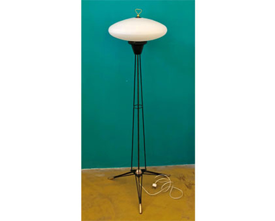 Mid century italian tripod lamp by Stilnovo